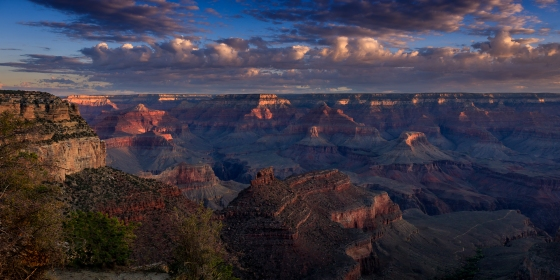 Sunrise just beginning to light up the canyon, Grand Canyon, AZ